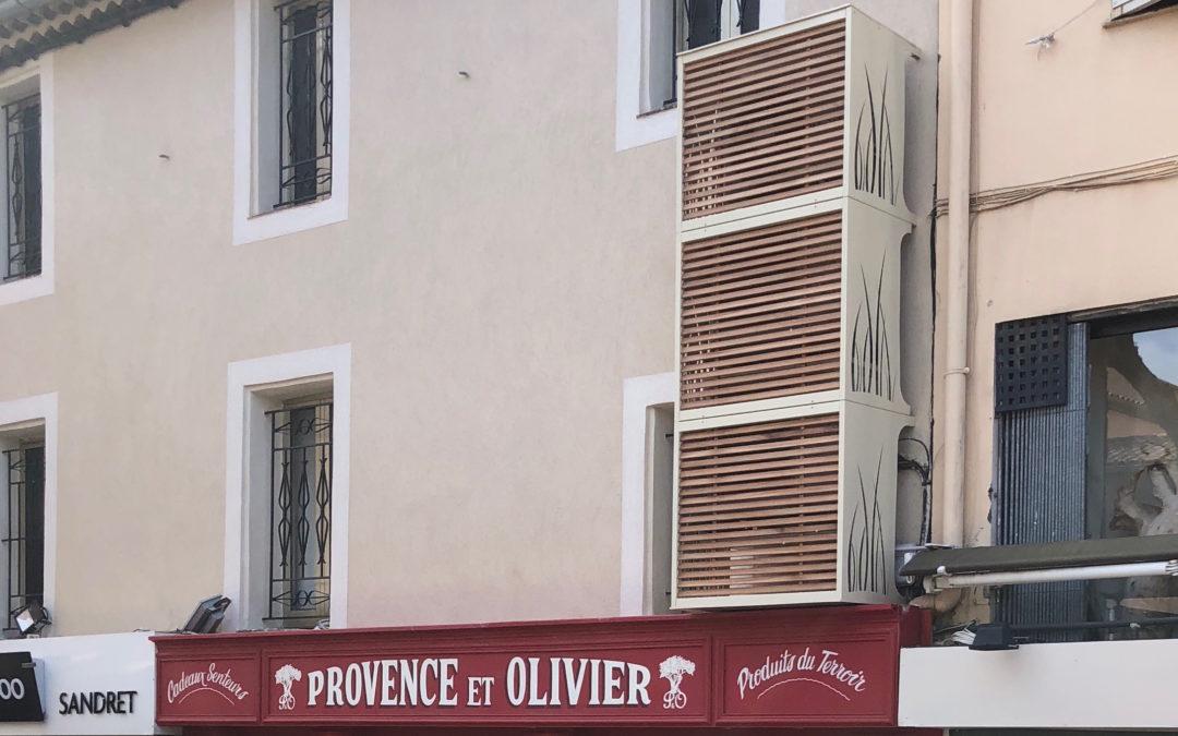 Commerçants, embellissez votre façade avec un coffrage pour climatisation