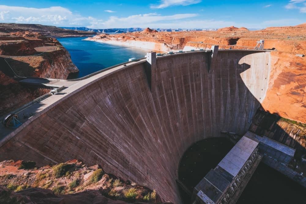 Produire son électricité avec de l'eau et une turbine : comment ça marche ?
